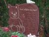 Op een gedenkteken, grafmonument, grafsteen, gedenksteen, kindergrafsteen of urnsteen komt altijd wel een opschrift uit weerbestendig brons of aluminium of een inschrift met uitgekapte of gezandstraalde letters